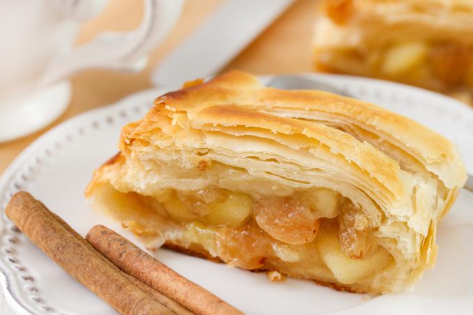 Austriškas obuolių pyragas (štrudelis)