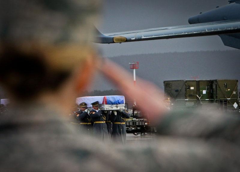 Namo parskraidinti Afganistane žuvusių Slovakijos karių kūnai