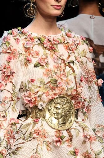 Scanpix nuotr. / Dolce & Gabbana 2014 m. pavasario/vasaros kolekcija Milano mados savaitėje.Dolce & Gabbana 2014 m. pavasario/vasaros kolekcija Milano mados savaitėje.