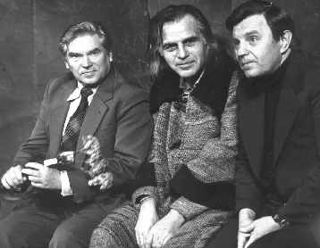 RežisieriusHenrikas Vancevičius (kairėje), aktorius Laimonas Noreika (viduryje)  ir poetas Justinas Marcinkevičius