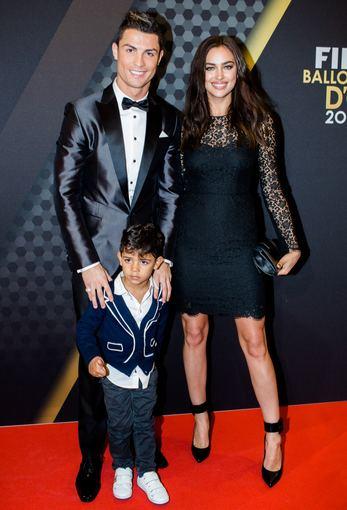 AOP nuotr./Cristiano Ronaldo su sūnumi Cristiano ir mylimąja Irina Shayk