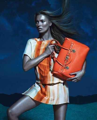 Versace.com nuotr. Kate Moss 2013 m. vasaros Versace reklamos kampanijoje.