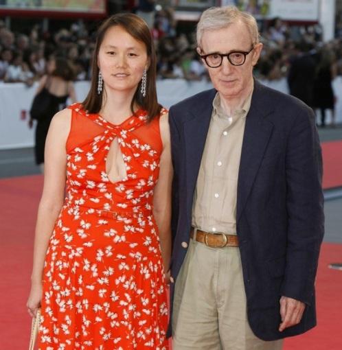 """""""Scanpix"""" nuotr./Woody Allenas su žmona Soon-Yi Previn"""