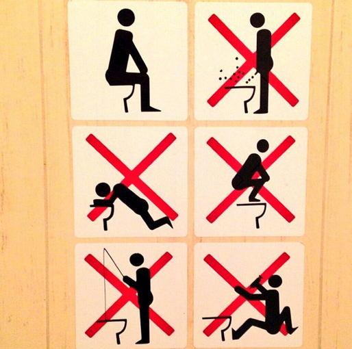 Kanadietis surado paaiškinimą, kaip turi elgtis tualete