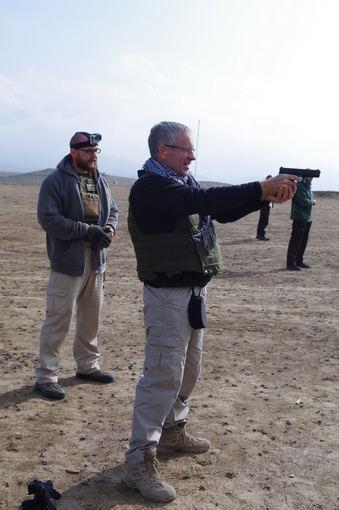Karo policijos nuotr./Specialiosios misijos vadovo apsaugos kariai tobulina šaudymo įgūdžius