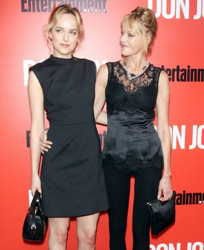 """Scanpix""/""Sipa Press"" nuotr./Dakota Johnson ir Melanie Griffith"