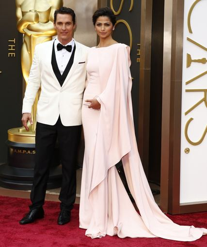 """Reuters""/""Scanpix"" nuotr./Matthew McConaughey su žmona Camila Alves"