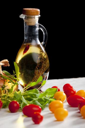 """Margarinams  """"Rama"""" gaminti naudojami augaliniai aliejai, kurie vertingi savo maistinėmis medžiagomis."""