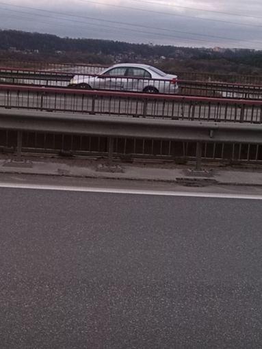 Andriaus Brazaičio nuotr./Avarija Kaune ant A.Miškinio tilto
