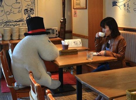 """""""Dangerous minds"""" nuotr./Kavinė Japonijoje vienišius sodina kartu su pliušiniais žaislais"""