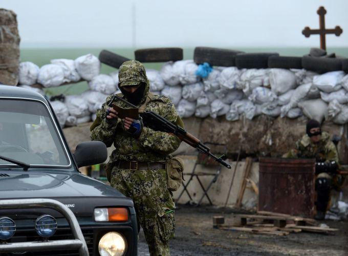 "AFP/""Scanpix"" nuotr./Ginkluoti prorusiški separatistai Slovjanske"