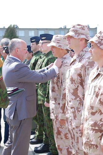 Sutikti Afganistano kariuomenės pilotus rengę Lietuvos kariai