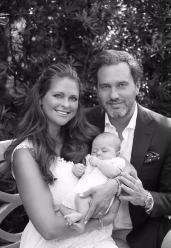 Švedijos karališkųjų rūmų nuotr./Švedijos princesė Madeleine ir Christopheris O'Neillas su dukra princese Leonore