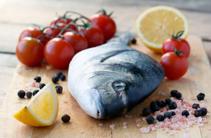 Fotolia nuotr./Žuvis ir druska
