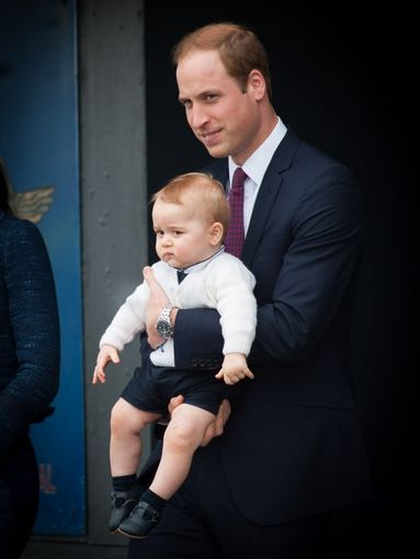 """AFP/""""Scanpix"""" nuotr./Princas Williamas su sūnumi George'u 2014-ųjų balandį"""