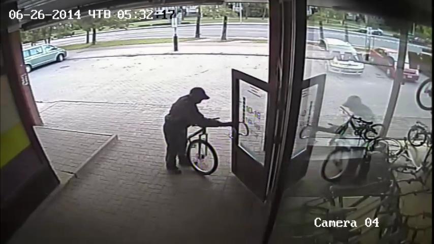 Vaizdo kameros užfiksavo besidarbuojančius dviračių vagis