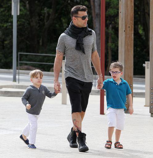 AOP nuotr./Ricky Martinas su sūnumis Matteo ir Valentino