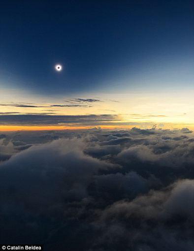 Catalinos Beldea nuotr./Vienas įstabiausių dangaus reginių: juoda saulė per visišką saulės užtemimą Kenijoje