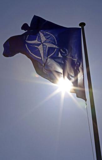"""Reuters""/""Scanpix"" nuotr./NATO vėliava"