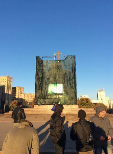 """Gromadskaja varta Charkova"" nuotr./Kryžius vietoj Lenino paminklo Charkove"