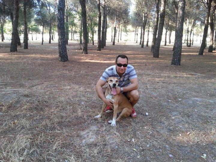 Javieras Limonas Romero su savo šunimi