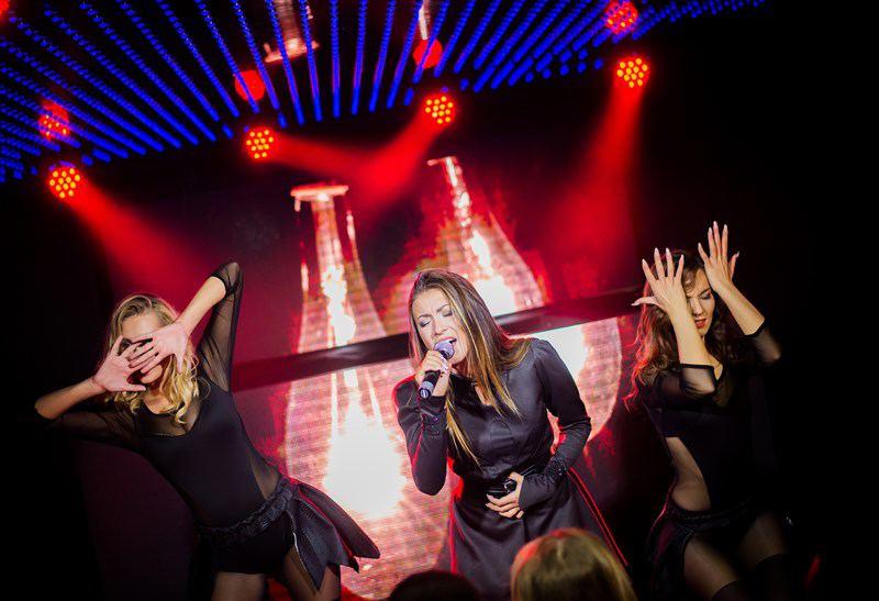 Eglė Jakštytė su šokėjomis