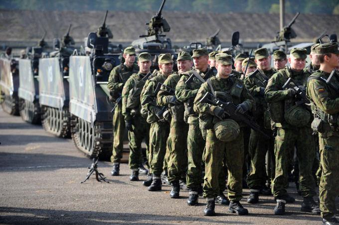 Alfredo Pliadžio nuotr./Repeticija prie prezidentės D.Grybauskaitės apsilankymą Alytuje dislokuotame Didžiosios kunigaikštienės Birutės ulonų batalione 2014 m. spalio 13 d.