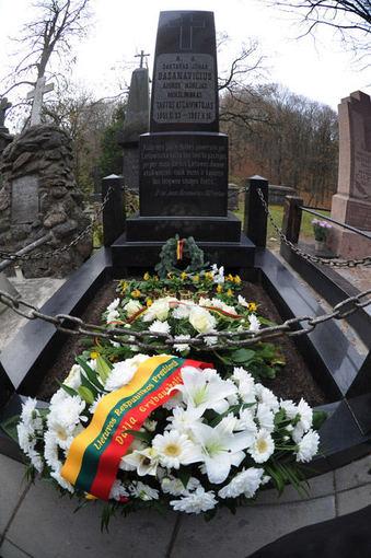 Alfredo Pliadžio nuotr./Kariai prie Jono Basanavičiaus kapo