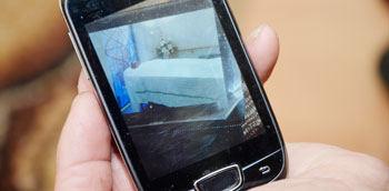 """""""Pajūrio naujienų"""" nuotr./Tėvai saugo telefonu atsiųstą atsisveikinimo su Arūnu nuotrauką."""
