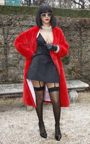 """""""Scanpix"""" nuotr./Dainininkė Rihanna lankosi Paryžiaus mados savaitėje 2014 m. vasarį."""