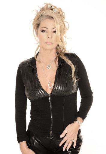 """Disko karaliene vadinama buvusi grupės """"Arabesque"""" vokalistė bei žinomo muzikinio projekto """"Enigma"""" dalyvė Sandra"""