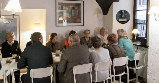 Senjorai kavinėje