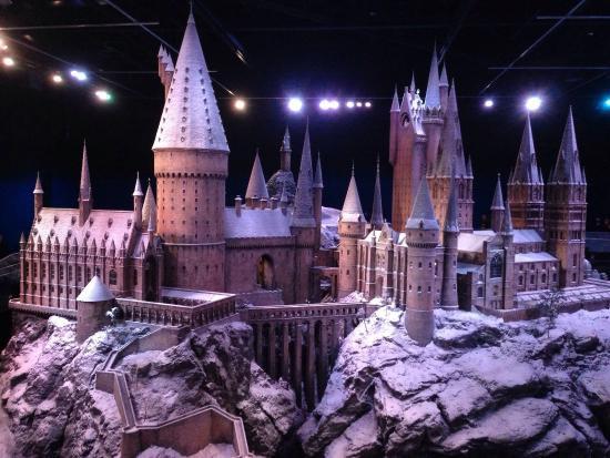 Apsnigta Hario Poterio mokykla Hogvartsas