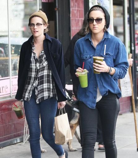 AOP nuotr./Kristen Stewart ir Alicia Cargile
