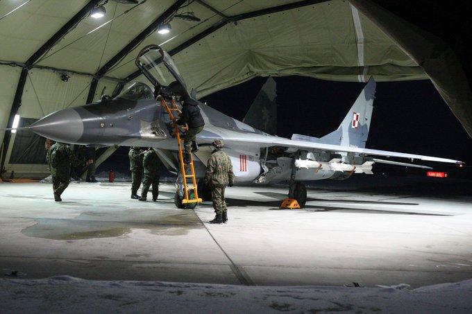 """Alvydo Januševičiaus nuotr./NATO bazėje Šiauliuose nusileido keturi Lenkijos naikintuvai """"Mig-29"""" ir per 100 karių"""