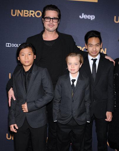 """""""Scanpix"""" nuotr./Bradas Pitas su vaikais. Iš kairės: sūnus Paxas, dukra Shiloh ir sūnus Maddoxas"""