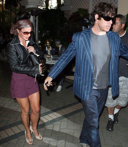AOP nuotr./Britney Spears ir Johnas Sundahlas (2007 m.)