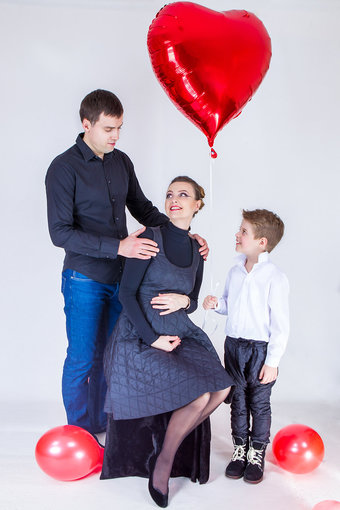 Robertino Valiulio nuotr./Lina Bražinskaitė-Tupikovskienė su vyru Ričardu ir sūnumi Dominyku