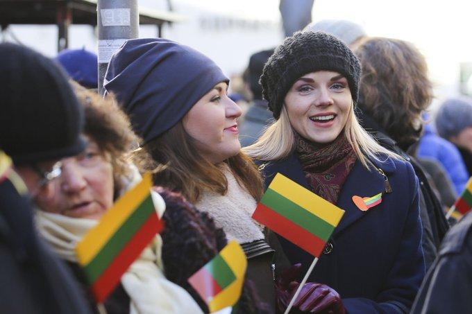 Irmanto Gelūno / 15min nuotr./Vasario 16-osios minėjimas prie Lietuvos nepriklausomybės signatarų namų
