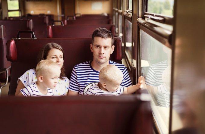 Šeima traukinyje
