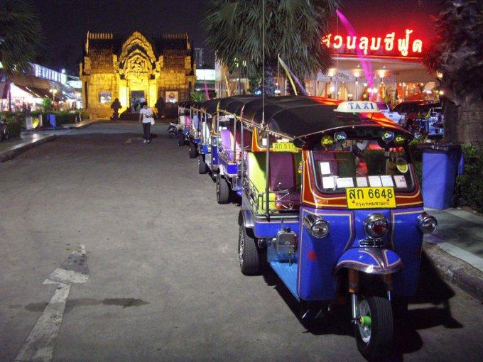 Spalvingieji tuktukai Tailande