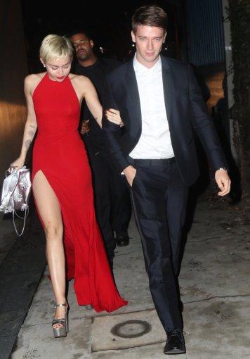 Vida Press nuotr./Miley Cyrus ir Patrickas Schwarzeneggeris
