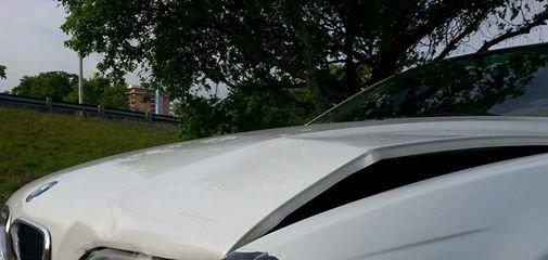 Asmeninio albumo nuotr./Avarijoje apgadintas Erikos Santos automobilis