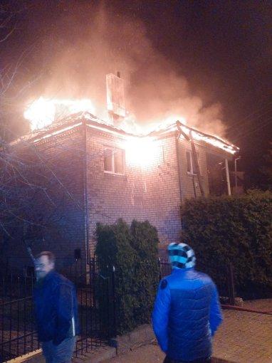 Donatos Kazlauskienės nuotr./Telšiuose sudegė namas