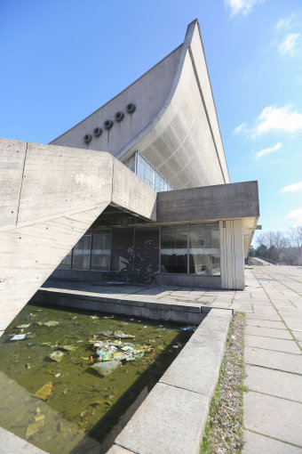 Juliaus Kalinsko/15min.lt nuotr./Apleisti ir nenaudojami Vilniaus koncertų ir sporto rūmai