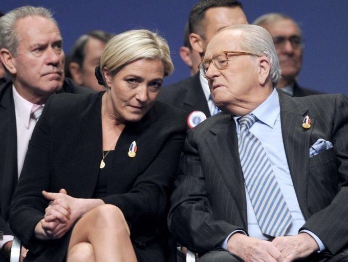 """AFP/""""Scanpix"""" nuotr./Marine Le Pen su tėvu Jean-Marie Le Penu."""