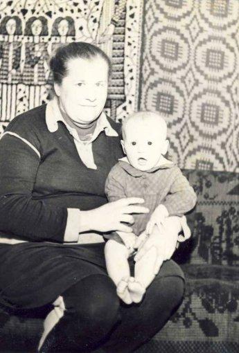 Asmeninio albumo nuotr./Katažina Zvonkuvienė su mama Halina Nemycko