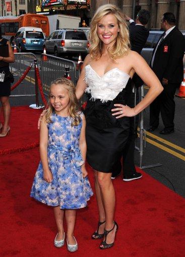 """Scanpix"" nuotr./Reese Witherspoon su dukterėčia Abby James"