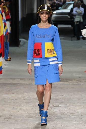 """""""Scanpix""""/""""SIPA"""" nuotr./""""Jean Charles de Castelbajac"""" 2015 m. pavasario-vasaros kolekcijos modelis"""
