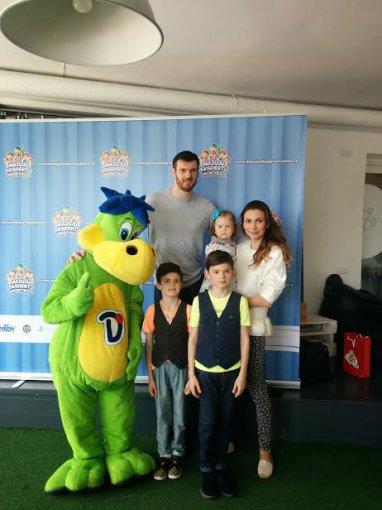Žmonės.lt skaitytojo nuotr./Kšyštofas ir Tatjana Lavrinovičiai su vaikais